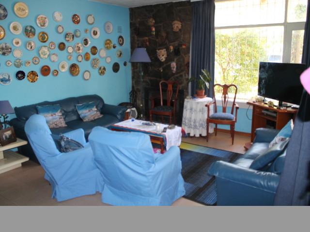 Confortable casa en zona de paradas, a pocas cuadras el mar.-