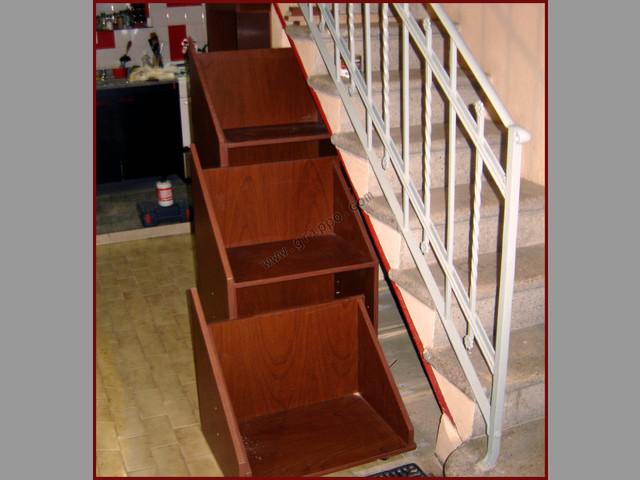 Mueble bajo escalera for Zapatero bajo escalera