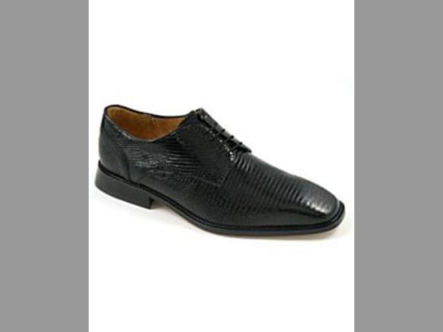 Consiga miradas usando clásicos zapatos de vestir negros