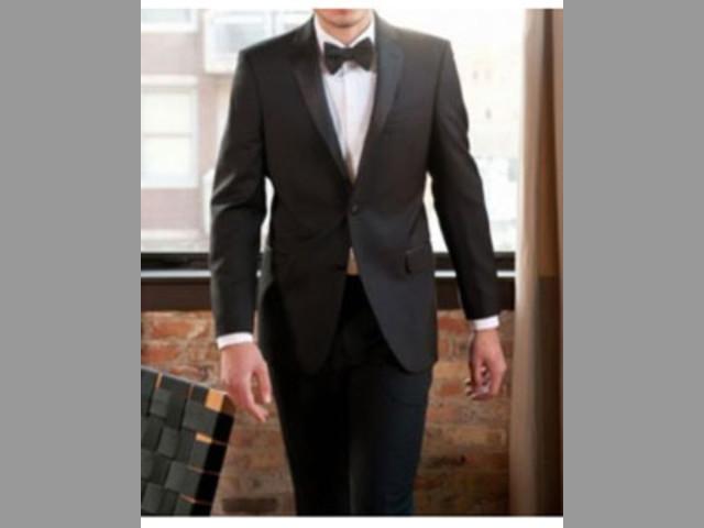 Encuentra la mejor colección de trajes de boda