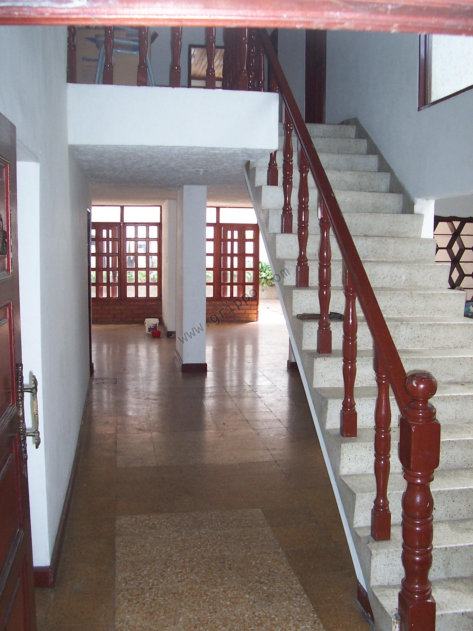 Vendo casa dos plantas 4 alcobas 300m2 for Casa de dos plantas construyehogar