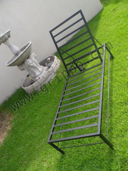 Camastro reposera de hierro for Camastros de hierro para jardin