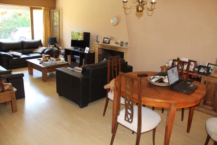 Casa ideal para vivir todo el año, cerca del mar y servicios.-