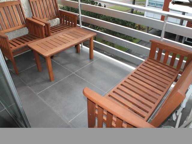 Apartamento reciclado en zona de paradas, balcón con vista al mar.-