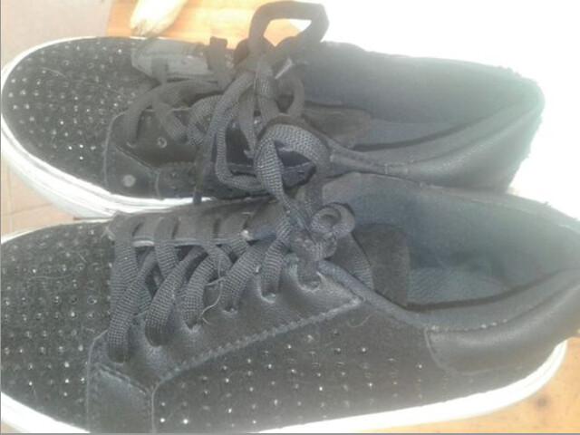 Zapatillas negras plataforma -usadas muy buen estado Talle 35- 26 cm
