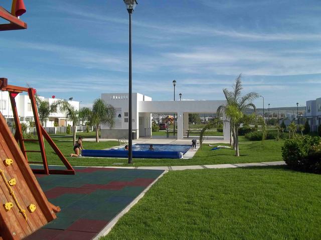 RENTA CASA PASEOS DEL BOSQUE, CORREGIDORA DH-030.
