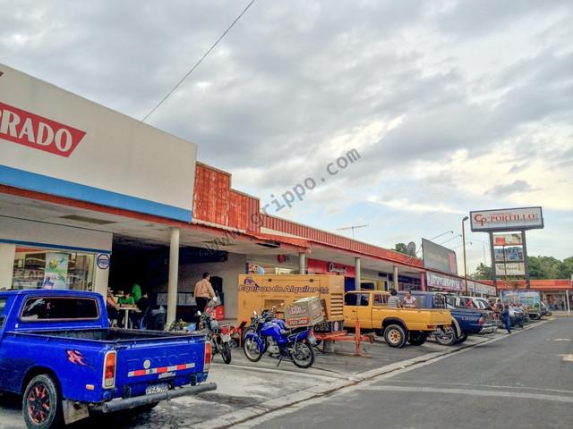 ALQUILO LOCALES EN C.C. PERICENTRO APOPA  77.27 MT2 $1,000 + IVA C-U