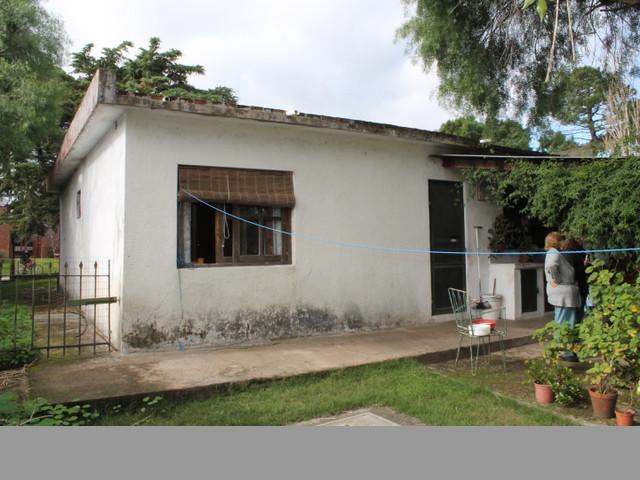 Linda casa de sólida construcción, ideal para vivir todo el año.-