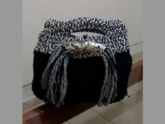 Bolso negro y blanco
