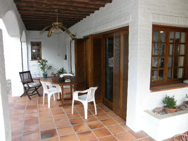 Hermosa casa rodeada de un agradable entorno natural a cuatro cuadras de