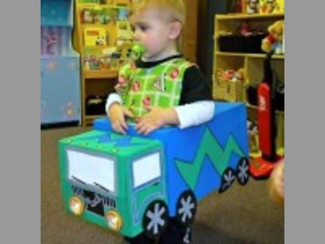 Carro de cartón barco Disfraz RECICLAJE princesas hadas robot